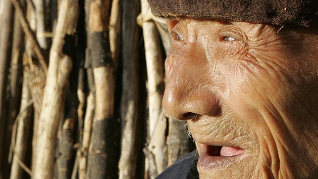 China no se olvida de los ancianos: Una nueva ley obliga a los hijos a visitar a sus padres
