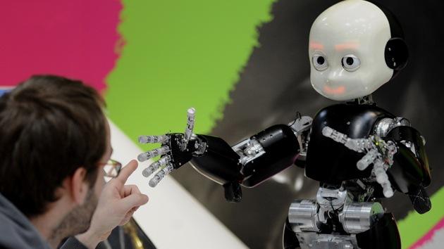 VIDEO: Un androide que aprende palabras como un niño pequeño