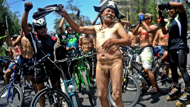 Fotos: Ciclistas desnudos invaden la capital peruana