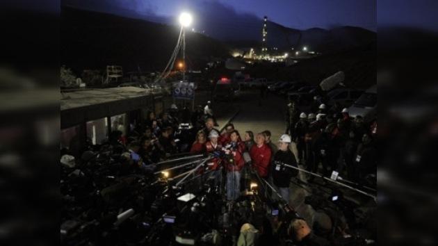Anuncian la hora del rescate y prueban la cápsula en la Mina San José