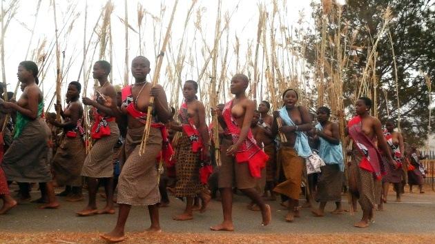 """Prohíben las minifaldas a las mujeres de Suazilandia para """"evitar violaciones"""""""