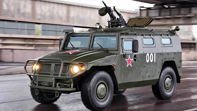 Los vehículos blindados rusos Tigr aprenderán a lanzarse en paracaídas