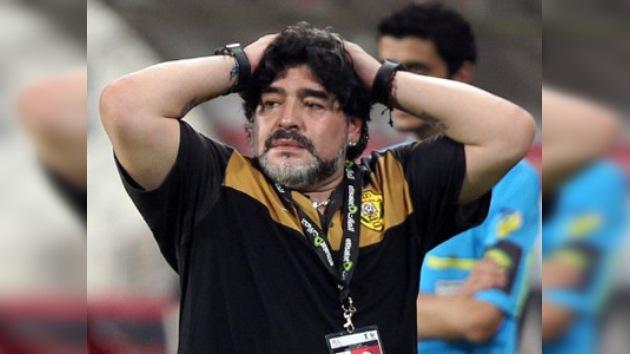 Maradona, multado y sancionado por pelearse con otro técnico