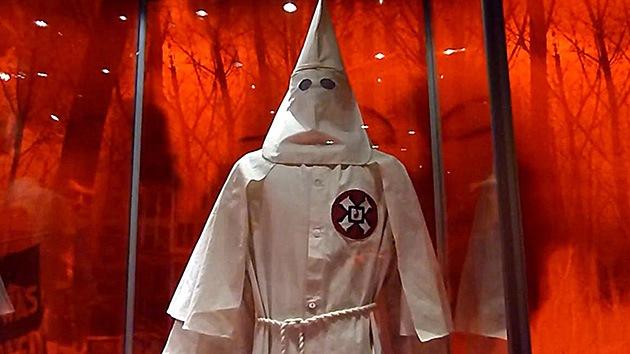 EE.UU.: El Ku Klux Klan reparte folletos en Atlanta en busca de nuevos miembros