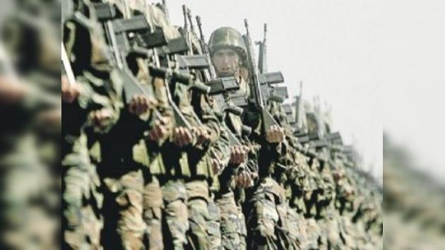 El presidente de Costa Rica propone a Uruguay a abolir su ejército