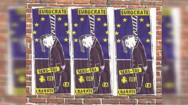 Nueva forma de protestar: incitan a funcionarios de la UE a ahorcarse con sus corbatas