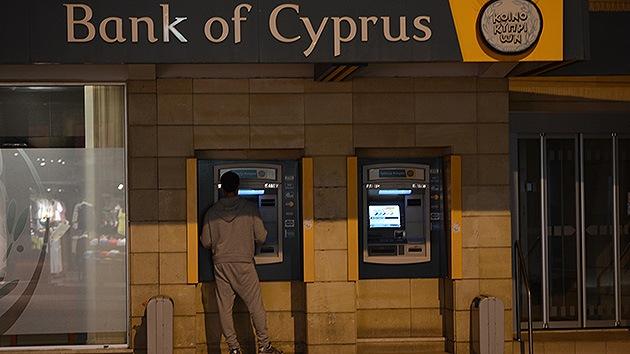 Chipre restringe los movimientos de capital durante siete días