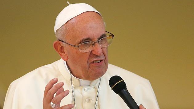 """El papa Francisco llama hipócritas a los religiosos que """"viven como ricos"""""""