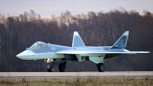 Video: El quinto prototipo del avión caza T-50 vuela exitosamente sobre Rusia