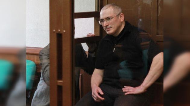 El Tribunal suaviza la sentencia de Jodorkovski hasta los 13 años