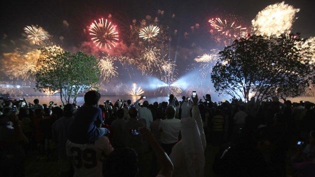 Video: Kuwait celebra su 50.º aniversario con el mayor espectáculo pirotécnico del mundo