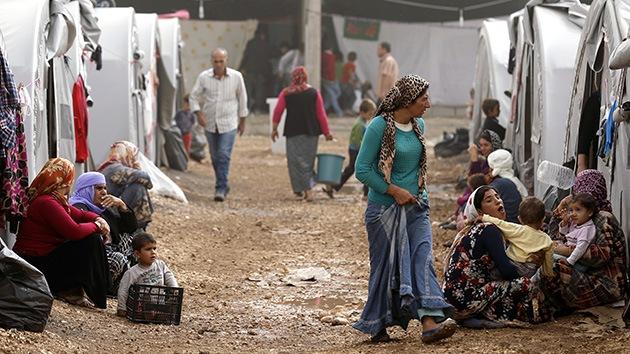 """""""Nos descapitan, asesinan y violan"""": Civiles kurdos huyen del asedio del EI sobre Kobani"""