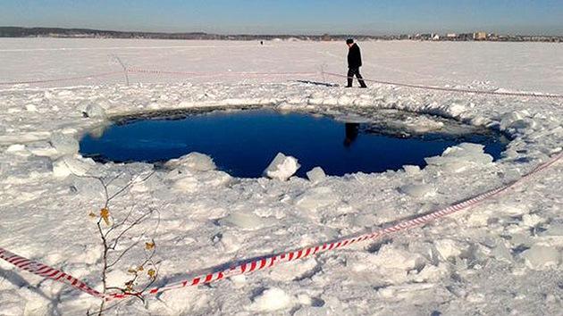 Militares hallan un cráter en el lugar de la caída del meteorito de los Urales