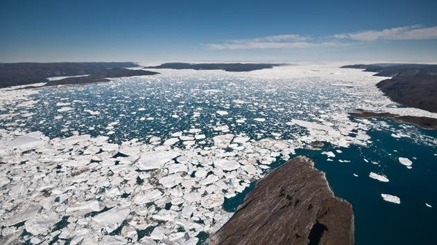 Descubren una enorme reserva de agua bajo el hielo de Groenlandia