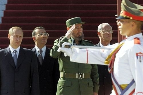 Fidel Castro describe 'el adiós' a una época adelantando cuál debe ser el futuro