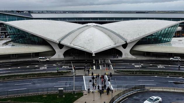 Emergencia en el aeropuerto de Nueva York por una supuesta bomba en un avión