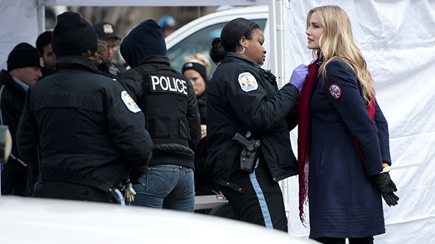 Detienen a decenas de manifestantes ecologistas enfrente de la Casa Blanca
