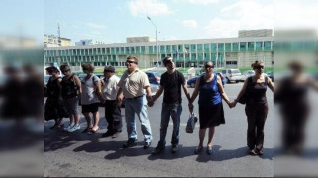 'Cordón humano' en Georgia contra las detenciones de fotógrafos