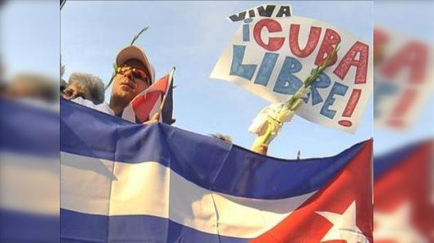 El disidente cubano Ariel Sigler llega a Miami