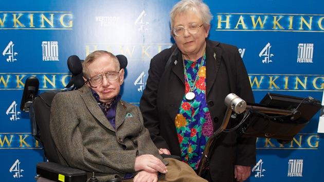 """Stephen Hawking: """"El cerebro humano puede sobrevivir a la muerte del cuerpo"""""""