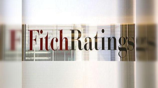 Fitch mejora pronóstico de calificación de Rusia