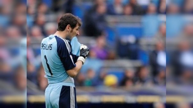 Casillas no se ataja y publica videos con sus errores en Facebook