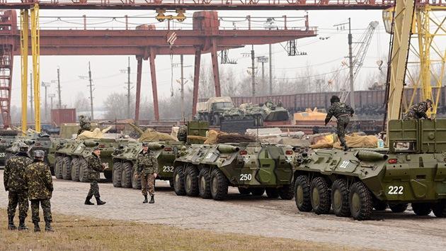 Moscú alerta de preparativos militares en Ucrania que podrían desatar una guerra civil