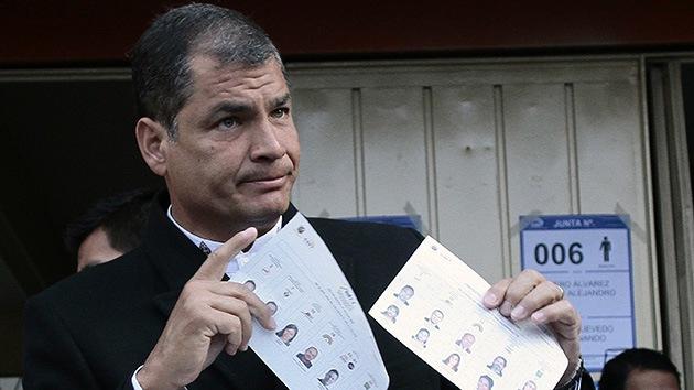 Correa anuncia una crisis de gabinete en Ecuador y pide la renuncia de sus ministros