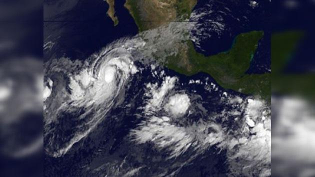El huracán 'Jova' avanza hacia las costas occidentales de México