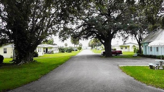 Así es la vida en Miracle Village, un pueblo para los delincuentes sexuales de Florida