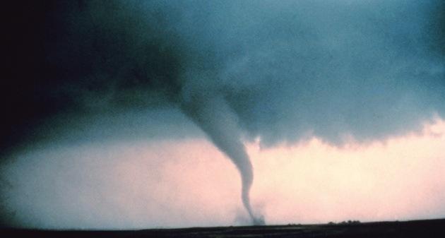 EE.UU. vive una jornada de tornados, tormentas invernales y nevadas