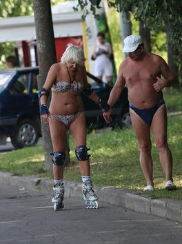 El calor marca la moda del 'semidesnudo' en Moscú
