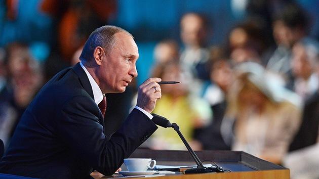 Vladímir Putin concede una rueda de prensa ante 1.300 periodistas locales y extranjeros