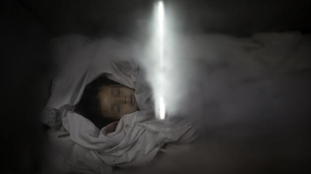 Apilan cadáveres de niños de Gaza en nevera para helados por falta de espacio en morgues