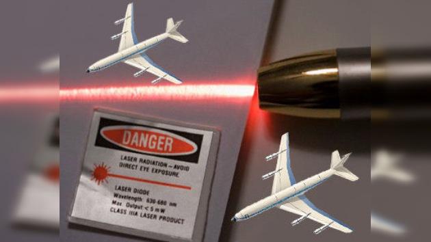 La seguridad aérea en manos de vándalos armados con láseres