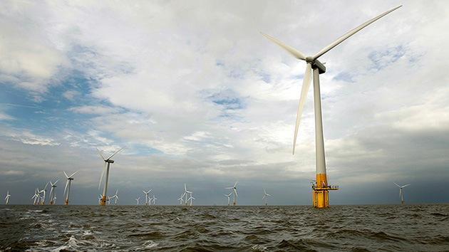 Cuestionan la energía eólica británica: miles de millones se los lleva el viento por errores