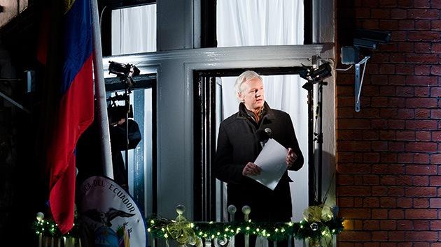 El canciller de Ecuador, optimista por una posible solución este año del caso de Assange
