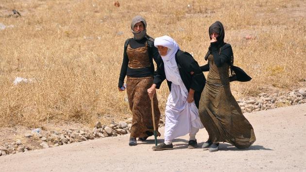 Estado Islámico entierra vivos a niños y mujeres en fosas comunes