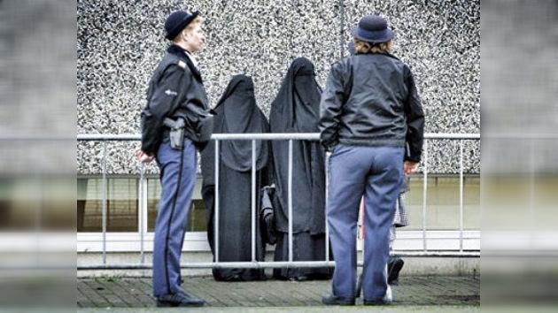 Holanda prohíbe totalmente el burka