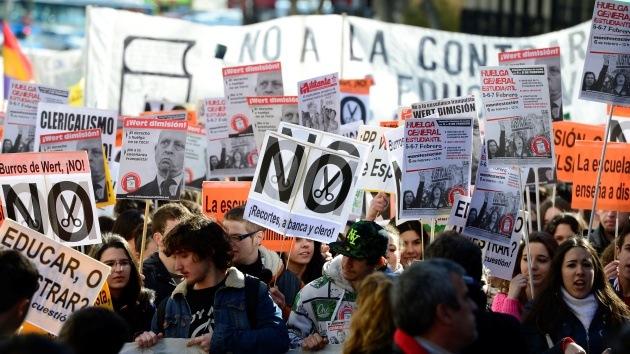 """Estudiantes españoles dicen """"no"""" a la reforma educativa del Gobierno de Rajoy"""