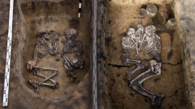 Tratan de revelar el secreto de las parejas enterradas en un 'abrazo de amor eterno'