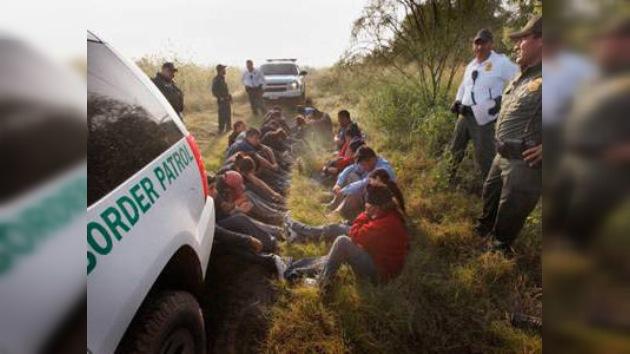 Detienen en México un camión con 'sobrecarga' de sin papeles: 140 en un mismo vehículo
