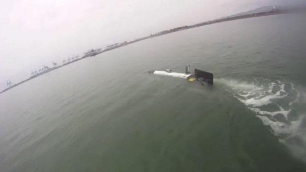 Un robot tiburón 'espía' a los depredadores más misteriosos del océano