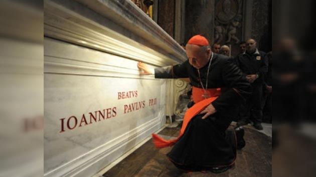 Tras la beatificación de Juan Pablo II su tumba se convierte en lugar de peregrinación