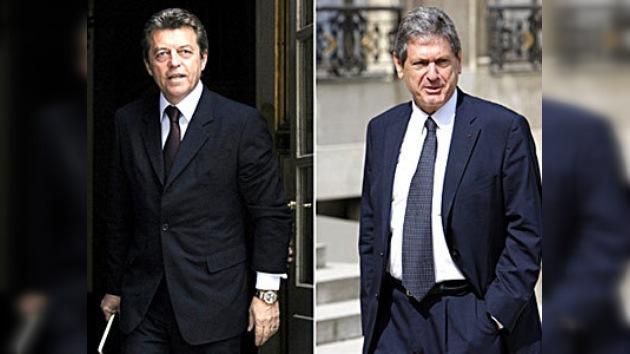 Dimiten dos ministros franceses