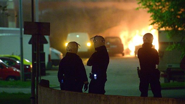 Video: Estocolmo 'se incendia' contra la violencia policial