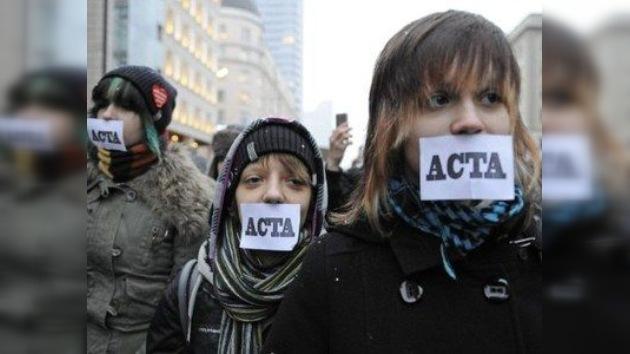 Los polacos protestan contra el ACTA antipirata