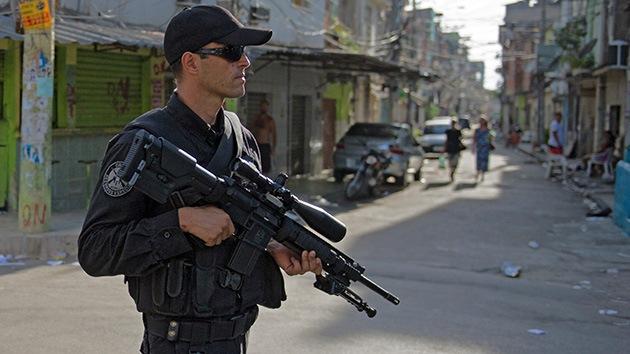 Helicópteros y vehículos blindados toman las favelas ante el Mundial 2014 en Brasil