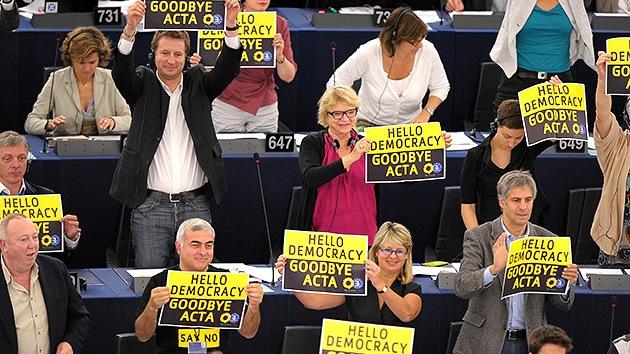 El Parlamento Europeo 'entierra' el ACTA