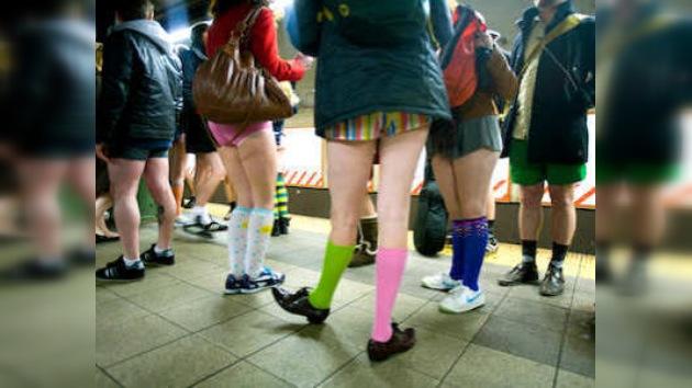 Gente sin pantalones invade el metro de Nueva York